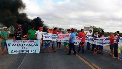Photo of Chapada: Caminhoneiros protestam bloqueando a rodovia BR 407, próximo a Capim Grosso