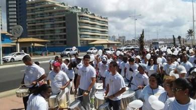 Photo of Duas mil pessoas marcham pela paz na orla de Salvador