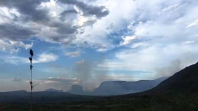 Photo of Luta contra as chamas no Vale do Capão segue intensa e fogo volta a ameaçar nascente do Riachinho