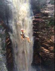 6 - Cachoeira do Buracão também é destino para aqueles que buscam uma natureza deslumbrante e esportes radicais Foto Aratu Online