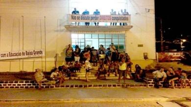 Photo of Chapada: Professores em greve ocupam a prefeitura do município de Baixa Grande
