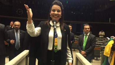 """Photo of Deputada do PSD dedica """"sim"""" à gestão do marido que é preso pela PF nesta segunda"""