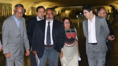Photo of Senadores querem PEC para novas eleições junto com impeachment