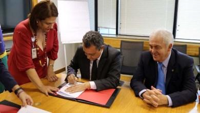 Photo of Rui Costa assina empréstimo de US$200 milhões com Bird para recuperação de estradas