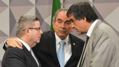 Photo of Comissão do Impeachment dispensa testemunhas e defesa de Dilma protesta