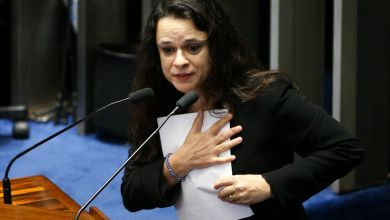"Photo of #Impeachment: Janaína Paschoal termina fala emocionada e diz que é ""defensora do Brasil"""