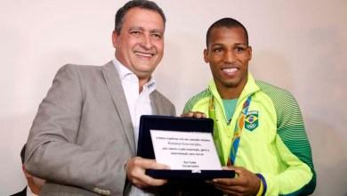 Photo of Vídeo: Governador anuncia centro de treinamento de boxe em homenagem a campeão olímpico