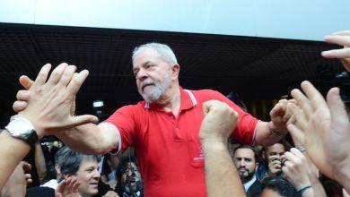 Photo of Provem uma corrupção minha e eu irei a pé para ser preso, diz Lula