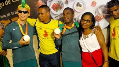 Photo of Medalhistas de ouro do Fut-5 são recepcionados com festa em Salvador