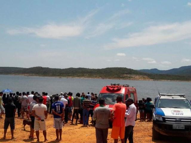 dezenas-der-moradores-acompnaham-os-trabalhos-dos-bombeiros-na-barragem-do-brumado-em-rio-de-contas-foto-policia-militar-divulgacao