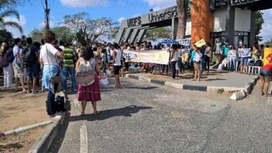 Photo of Professores da Uefs fazem paralisação contra PEC 241 e anunciam greve em novembro