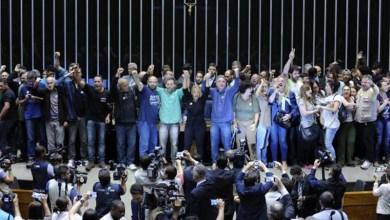 Photo of #Brasil: Manifestantes invadem a Câmara Federal e pedem intervenção militar
