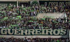 Chapecó - Um tributo à Chapecoense e às vítimas da tragédia com o voo da delegação, na madrugada de terça-feira (29), tomou a Arena Condá, estádio da Chapecoense (Daniel Isaia/Agência Brasil)