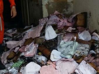 Chamas destruíram documentos que estavam no imóvel - FOTO - Divulgação-Corpo de Bombeiros