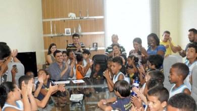 Photo of Itaberaba: Prefeito Ricardo Mascarenhas recebe alunos de escola municipal e apresenta novidades