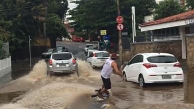 Photo of #Bahia: Jovem pratica esporte radical nas águas da chuva que caiu em Salvador; veja vídeo