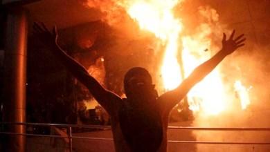 Photo of Manifestantes põem fogo no Congresso paraguaio após votação que liberou reeleição; veja fotos e vídeo