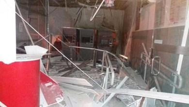 Photo of #Bahia: Bandidos atiram contra pelotão da PM e explodem único banco de Chorrochó; confira fotos