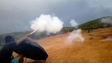 Photo of Chapada: Jovens de Palmeiras viralizam com vídeo de 'guerra de fogos de artifícios'; veja aqui