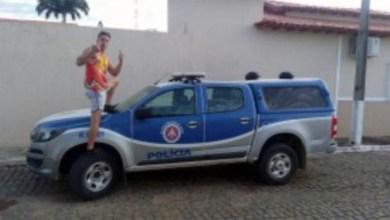 Photo of #Bahia: Jovens são detidos depois de tirar fotos com gestos obscenos em cima de viatura