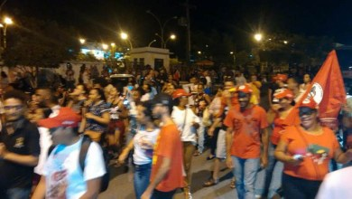Photo of Chapada: Estudantes e militantes políticos se manifestam a favor da democracia em Itaberaba