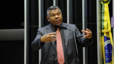 """Photo of """"Bolsonaro tomou um baque no domingo, mas segue chantageando os poderes no Brasil"""", denuncia Valmir"""