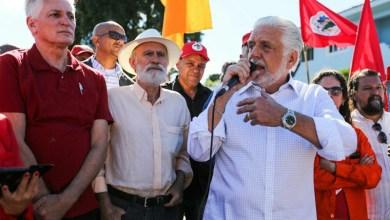 Photo of Wagner compara contexto atual a golpe de 64 e rejeita discussão sobre candidato substituto a Lula