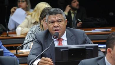 """Photo of """"Reduzir agrotóxicos é uma questão de saúde pública"""", diz Valmir sobre aprovação da PNaRA"""