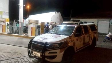 Photo of Chapada: Policiais da Cipe escoltam caminhão para abastecer a cidade de Ruy Barbosa