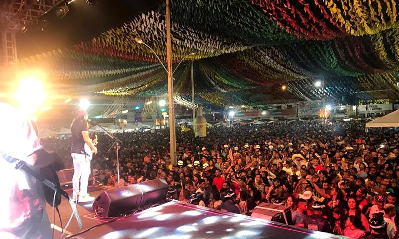 Chapada: Bell e Targino agitam segundo dia de festa em Itaberaba; mais de 35 mil pessoas no circuito