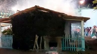 Photo of #Bahia: Incêndio em casa de farinha cenográfica assusta público no município de Ipirá
