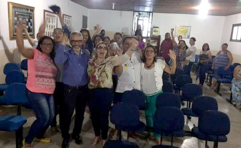 Chapada: Professores de Iramaia param por 24 horas e cobram reajuste do piso salarial