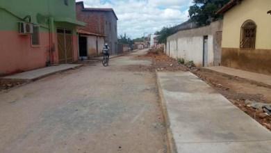 Photo of Chapada: Vereadores de oposição tentam 'barrar' obras de pavimentação em Itaetê; moradores contestam
