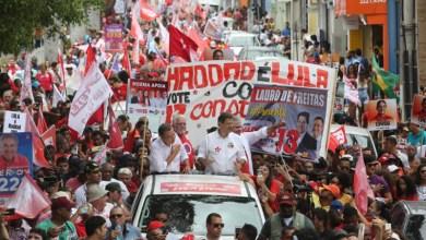 """Photo of """"O Brasil nasceu aqui e vai renascer aqui na Bahia"""", diz Haddad ao lado de Rui, em Feira"""