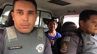 Photo of #Brasil: Dona de casa leva susto ao ver filho pegando carona em viatura da polícia