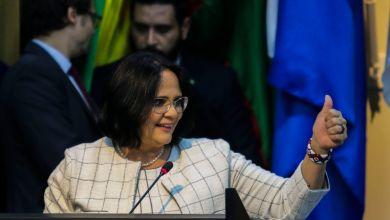 """Photo of #Vídeo: Ministra levanta nova polêmica dizendo que """"meninos vestem azul e meninas vestem rosa"""""""