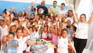 Photo of Chapada: Estudantes da rede municipal de ensino em Itaberaba recebem kits escolares da prefeitura