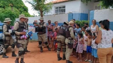 Photo of Chapada: Policiais militares do 11º BPM entregam ovos de Páscoa para crianças em povoado de Itaberaba