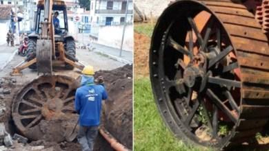 Photo of Chapada: Roda de ferro antiga é encontrada no município de Itaberaba durante escavação de rede de esgoto