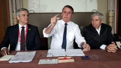 Photo of #Vídeo: Presidente Bolsonaro apresenta bijuterias de nióbio do Japão e vira motivo de memes na internet