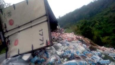 Photo of Chapada: Veículo de carga tomba na 'Estrada do Feijão' entre os municípios de Mundo Novo e Baixa Grande