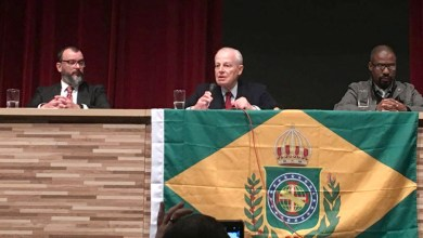 Photo of #Polêmica: Membro da família real defende leis baseadas na bíblia e a volta da monarquia no Brasil