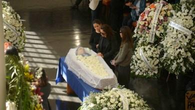 Photo of Sepultamento do jornalista Paulo Henrique Amorim emociona familiares, amigos e admiradores