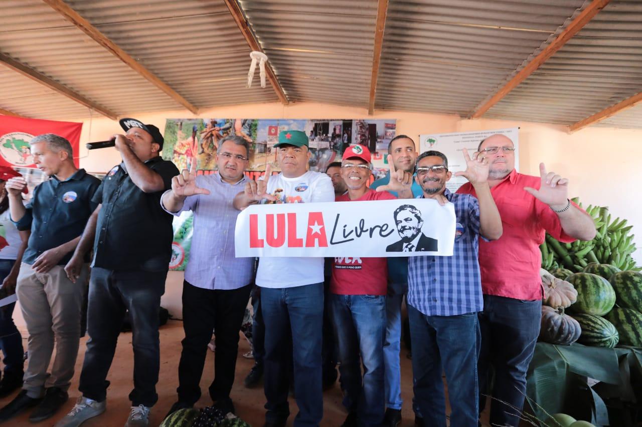 Resultado de imagem para Primeiro dia da 'Caravana da Resistência' reafirma luta por reforma agrária e 'Lula Livre'