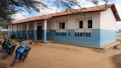 Photo of Chapada: Prefeito de Itaberaba assina ordem de serviço para requalificação de escola na comunidade de 'Coro Seco'