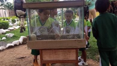 Photo of Chapada: Crianças de escola em Ruy Barbosa visitam sede da Cipe e interagem com policiais