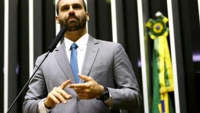 Photo of #Polêmica: Filho de Bolsonaro assume liderança do PSL na Câmara e destitui vice-líderes do partido