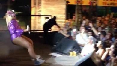 Photo of #Vídeo: Cantora Gaby Amarantos vai parar no hospital após queda no palco durante show