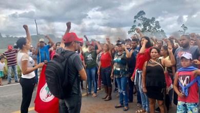 Photo of MST resiste e brigadas regionais param estradas federais contra despejo de famílias
