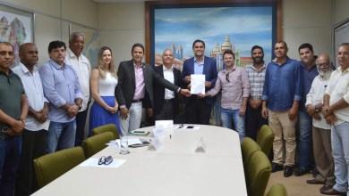 Photo of Chapada: Prefeito de Itaberaba assina protocolo de intenções para instalação de fábrica de calçados